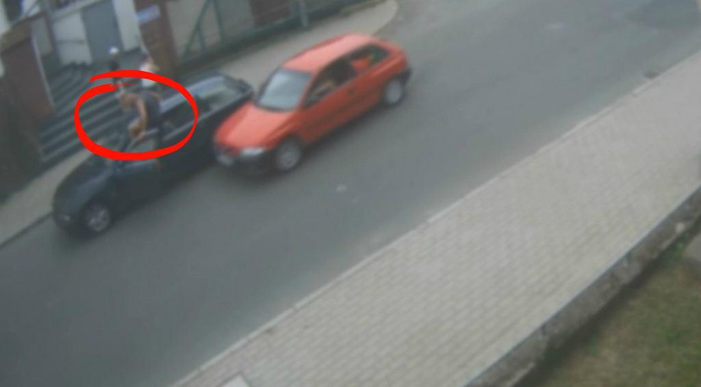 Kierowca mazdy próbuje rozjechać kierowcę bmw