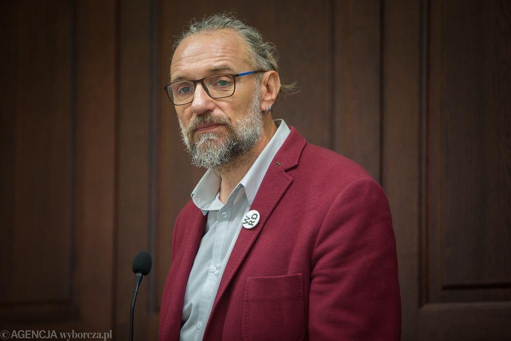 Pierwsza rozprawa przeciwko byłemu liderowi KOD Mateuszowi Kijowskiemu i Piotrowi Ch.