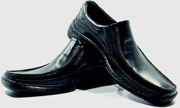 Buty z kwadratowym czubkiem