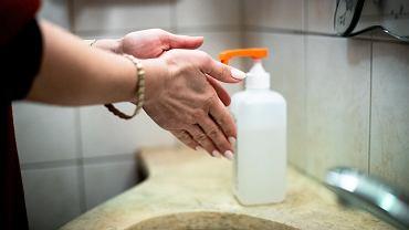 Mycie rąk środkiem dezynfekcyjnym