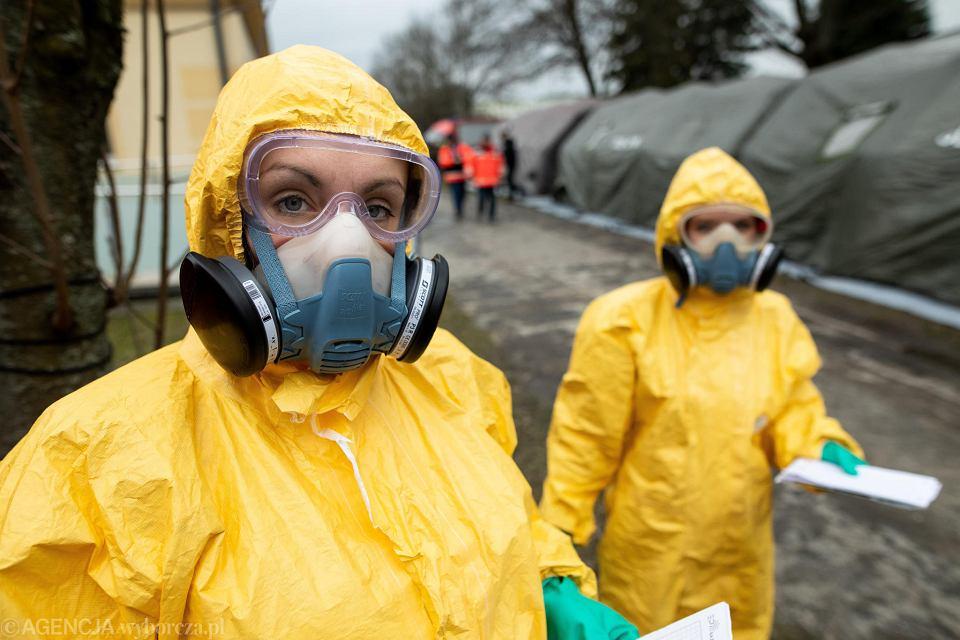 Koronawirus w Polsce. Na zdjeciu: ćwiczenia służb, Szpital Wojewódzki w Lublinie, 4 marca 2020