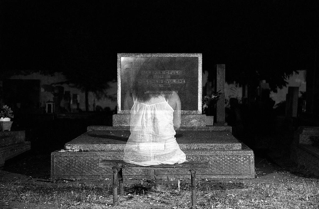 Sennik: zmarły. Co oznacza sen, w którym pojawia się osoba zmarła? Zdjęcie ilustracyjne