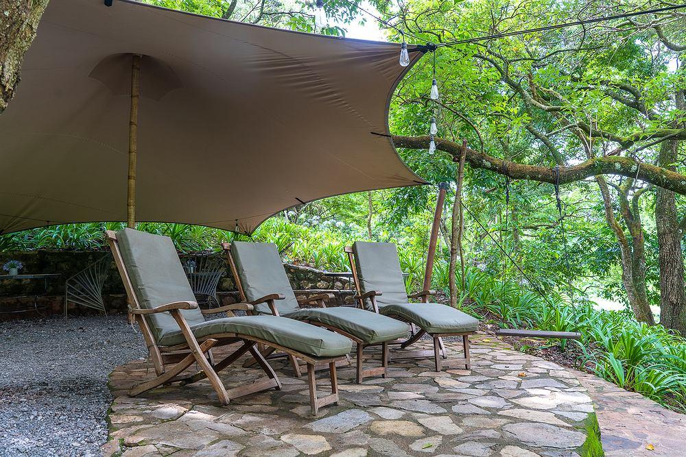 Namioty ogrodowe. Zdjęcie ilustracyjne