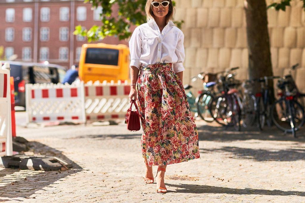 Spódnice w kwiaty dla kobiet po 50-tce