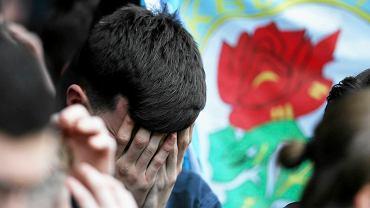 Fan Blackburn Rovers rozpacza po degradacji byłego mistrza Anglii