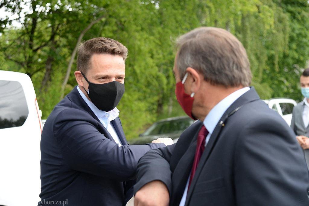 Wizyta Rafała Trzaskowskiego na zamkniętym przejściu granicznym i na przygranicznym targowisku w Lubieszynie