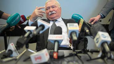 """Lech Wałęsa podczas pierwszej konferencji prasowej po udostępnieniu przez IPN akt TW """"Bolka"""""""