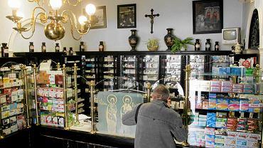 Wywóz leków, zwłaszcza specjalistycznych, poza Polskę i ich sprzedaż z dużym zyskiem przyczynił się do tego, że w polskich aptekach lekarstw brakowało