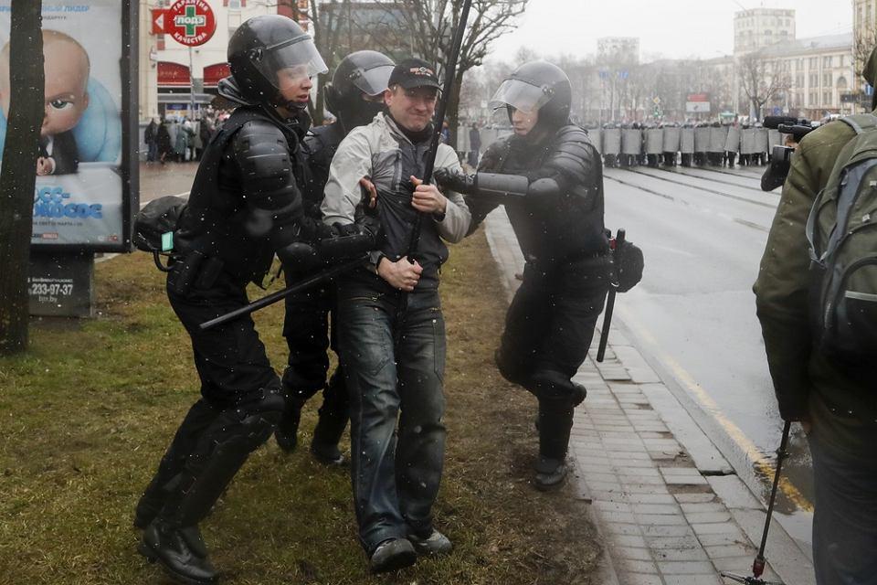 Białoruska milicja rozpędziia wiec opozycji