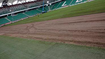 Układanie nowej murawy na stadionie Legii