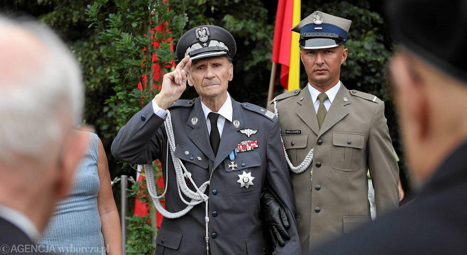 Gen. Zbigniew Ścibor-Rylski ps. 'Motyl' podczas obchodów 70. rocznicy wybuchu powstania warszawskiego