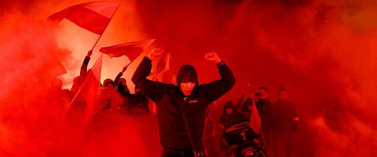 Pierwsza osoba ukarana przez policję za odpalenie rac na Marszu Niepodległości