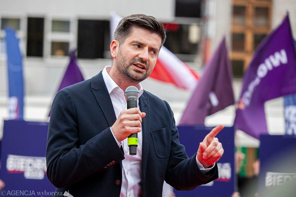 https://bi.im-g.pl/im/3e/0f/19/z26276926V,Posel-Krzysztof-Smiszek-podczas-wiecu-wyborczego-R.jpg