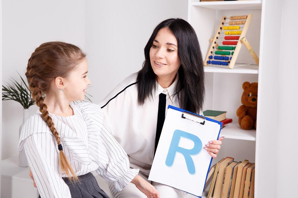 Alfabet dla dzieci ułatwi naukę czytania. Zdjęcie ilustracyjne