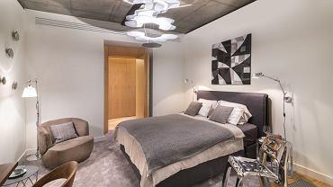 Apartament na Złotej 44 zaaranżowany przez Oskara Ziętę - sypialnia.
