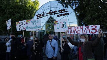 W maju słuchacze i dziennilarze protestowali pod siedzibą 'Trójki', dzisiaj słuchacze odchodzą od stacji, która odnotowała największy spadek  słuchalności w historii