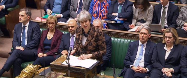Brexit. Theresa May chce znieść opłaty za rejestrację imigrantów