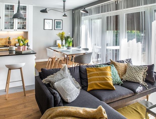 W mieszkaniu przeważa styl skandynawski, ale znajdziemy też elementy stylu boho