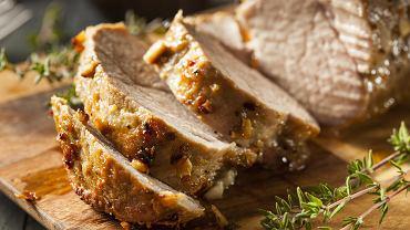 Polędwica wieprzowa jest mięsem, z którego wyczarujesz zarówno pyszną pieczeń, jak i przygotujesz pyszne smażone kotleciki