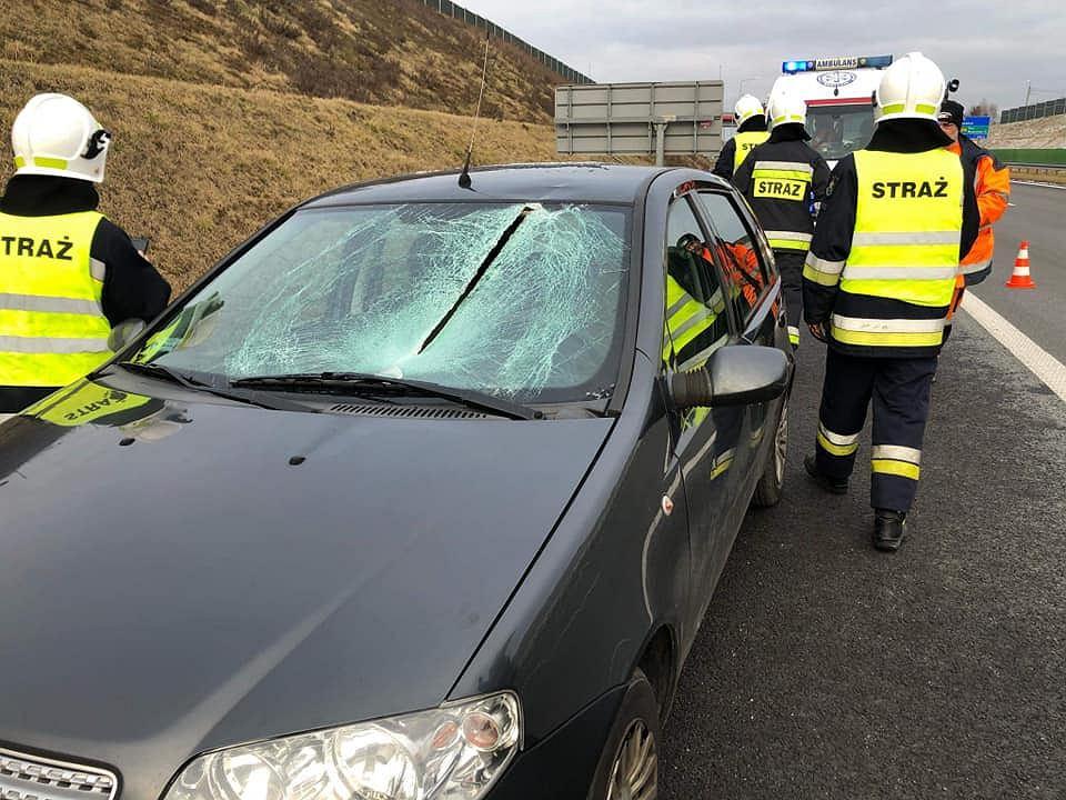 Wypadek na A1. Tafla lodu przecięła szybę auta