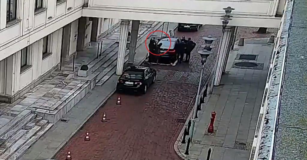 Małgorzata Daszczyk uderzona w głowę kamerą - nagranie zamieszczone przez kancelarię Senatu