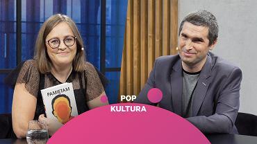 Marta Korycka z książką 'Pamiętam' i jej autor Piotr Stankiewicz