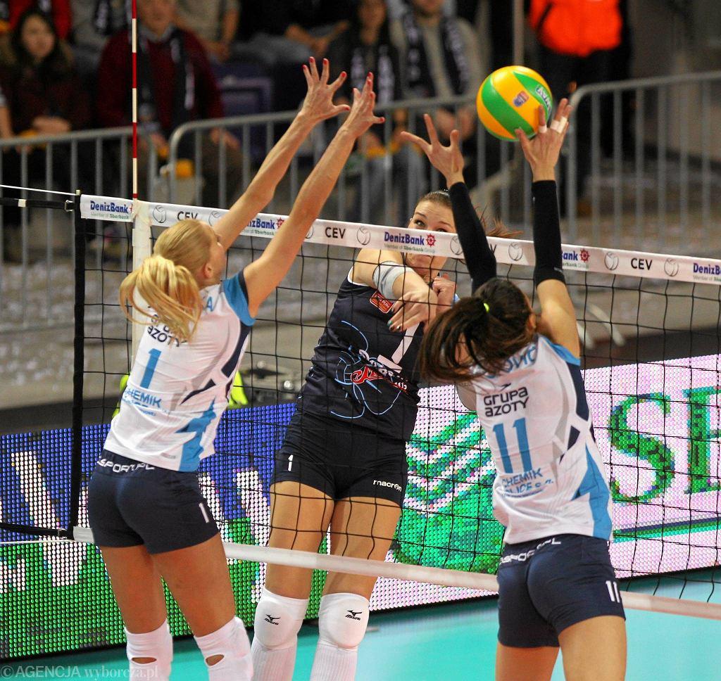 Anna Werblińska i Stefana Veljković blokują atak Marii Borodakowej