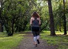 Jak biegać, żeby schudnąć? Pierwsze przykazanie biegacza odchudzacza brzmi: biegnij długo. Punkt drugi: biegnij powoli