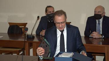 Włodzimierz Bodnar ze statuetką 'Laur Ziemi Przemyskiej'