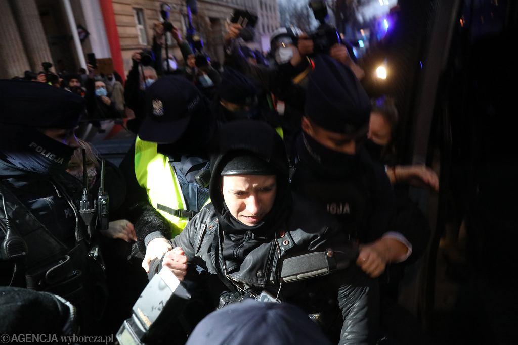 Agata Grzybowska podczas zatrzymania