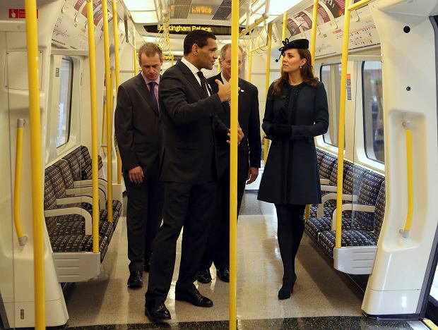 Britain's Catherine, Duchess of Cambridge (R) inspects a tube train during her visit to Baker Street underground station in London March 20, 2013. The visit was to mark the 150th anniversary of London Underground.     REUTERS/Chris Radburn/pool    (BRITAIN - Tags: ROYALS ENTERTAINMENT SOCIETY TRANSPORT)