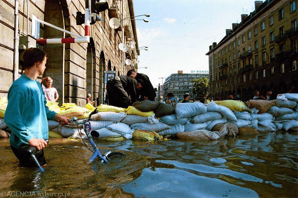 Zdjęcie numer 0 w galerii - Wielka powódź we Wrocławiu. Mija 18 lat [ARCHIWALNE ZDJĘCIA]