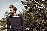 Kolekcja Cottonfield. Sweter z otwartym kołnierzem z kolekcji inspirowanej życiem nad morzem, Styl: kołnierz tylko otwarty!, moda męska, swetry, styl, cottonfield