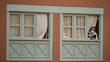 Jedna z turystek z hotelu na Teneryfie objętym kwarantanną z powodu epidemii koronawirusa.