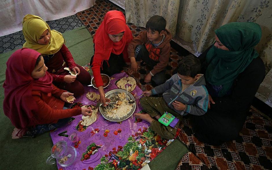 Wdowy po bojownikach tzw. Państwa Islamskiego i ich dzieci w Mosulu, Irak