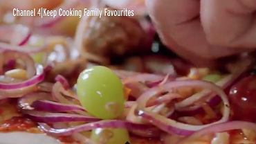 Jamie Oliver podał pizzę z winogronami