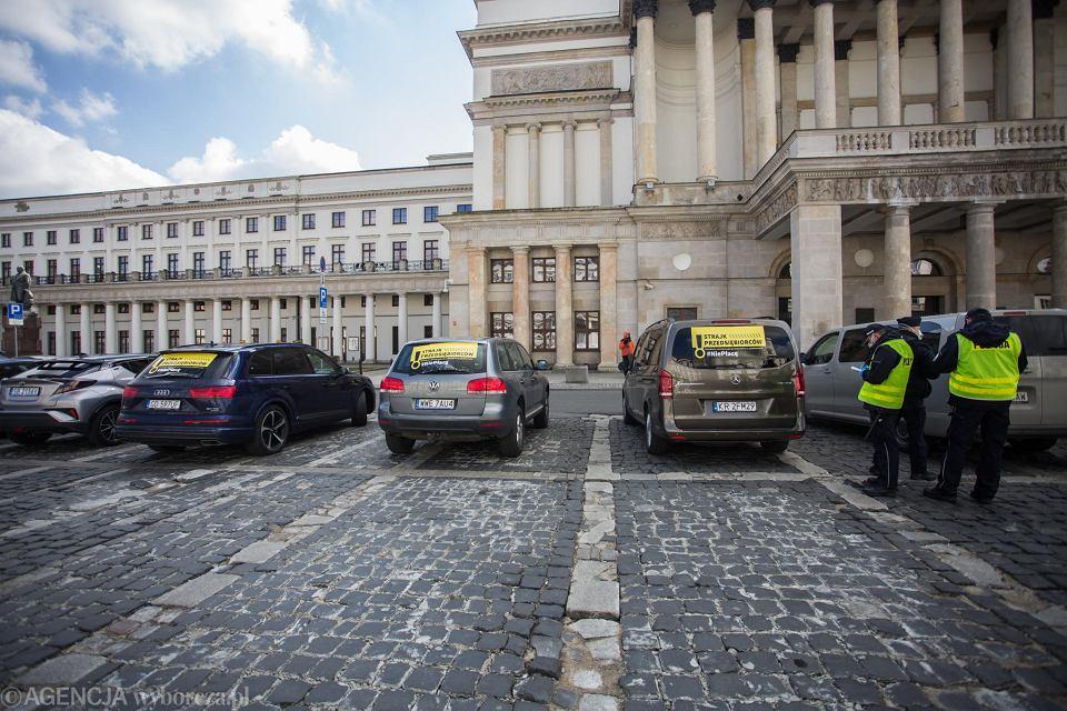 Pandemia koronawirusa. Samochodowy protest przedsiębiorców.Warszawa, 31 marca 2020
