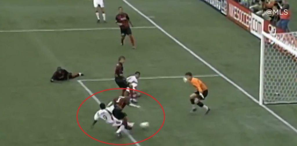 Freddy Adu - pierwszy gol. Miał 14 lat.