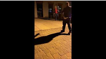 Konstancin-Jeziorna. Policjant zatrzymała poszukiwanego mężczyznę. Podczas interwencji oddano trzy strzały