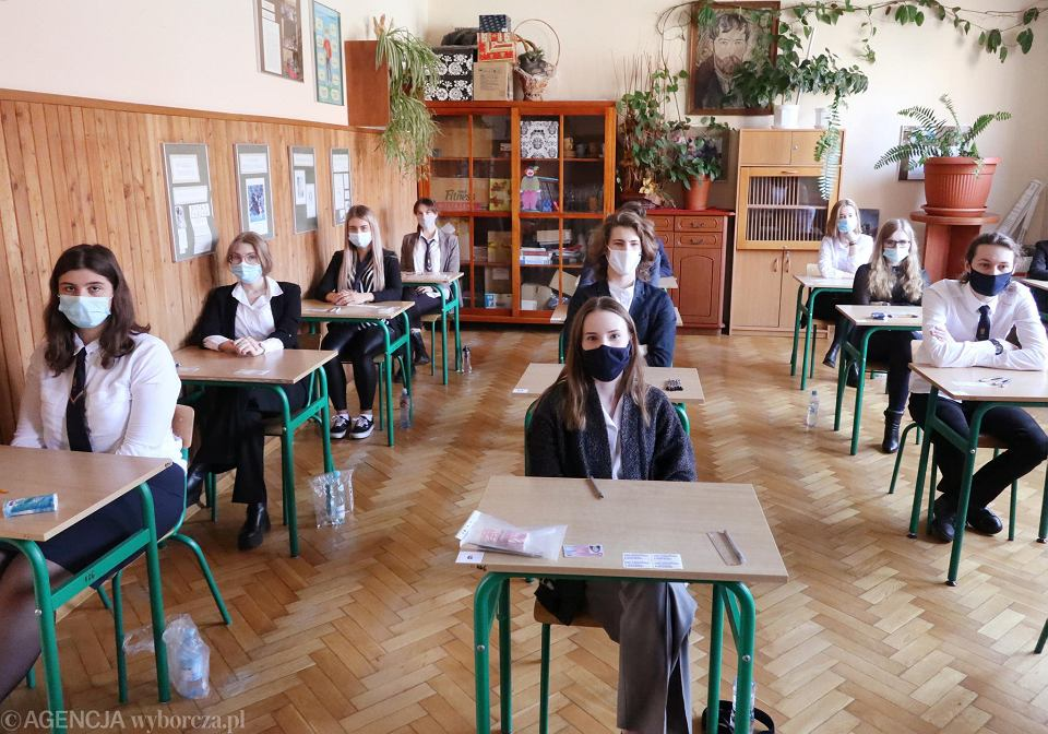 Zdjęcie numer 1 w galerii - Matura 2021. Jako pierwszy egzamin z polskiego. U nas - pierwsze zdjęcia z Małachowianki
