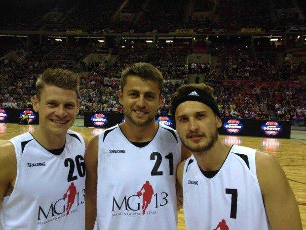 Łukasz Piszczek, Łukasz Fabiański i Mateusz Klich grają w koszykówkę