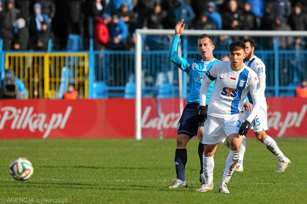 Tomasz Pustelnik (błękitna koszulka) podczas spotkania z Lechem