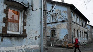 Bieda na jednym z zaniedbanych osiedli