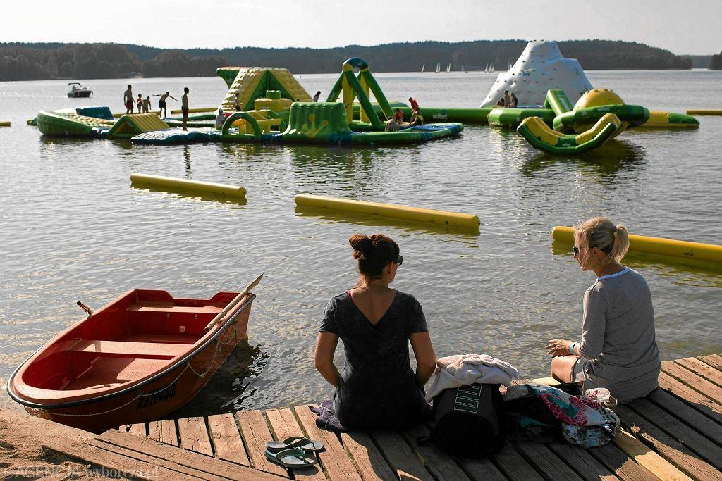 Wodny plac zabaw nad jeziorem Ukiel. / PRZEMYSŁAW SKRZYDŁO