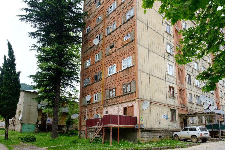 Blok z czasów ZSRR w Tkibuli (fot. Shutterstock)