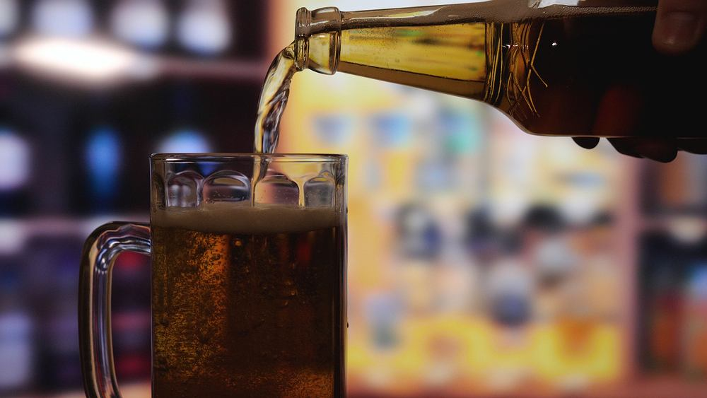 Choć najdroższe piwa na świecie cenowo sięgają nawet dwóch tysięcy dolarów, pewien dziennikarz sportowy zapłacił za swoje dużo więcej.