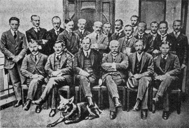 Wojciech Korfanty wraz z czołowymi działaczami Polskiego Komisariatu Plebiscytowego na Górnym Śląsku
