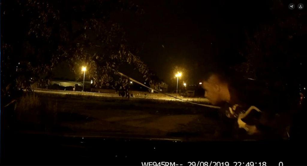 Sosnowiec: Włamał się do samochodu. Nagrała go kamera/ fot. Policja w Śląsku