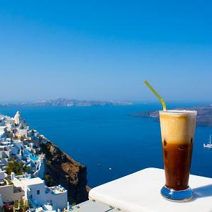 Jak przygotować greckie frappé i inne kawy na upały
