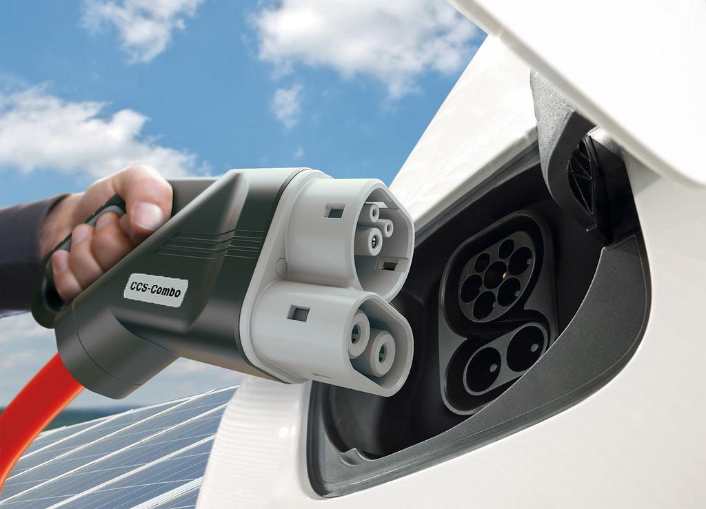 Ładowanie samochodu elekrycznego